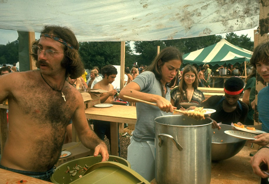 crazy-things-woodstock-festival-photography-11