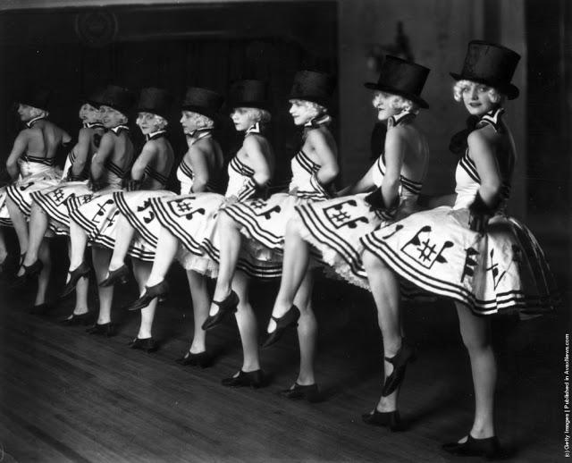 cabaret-dancers-11